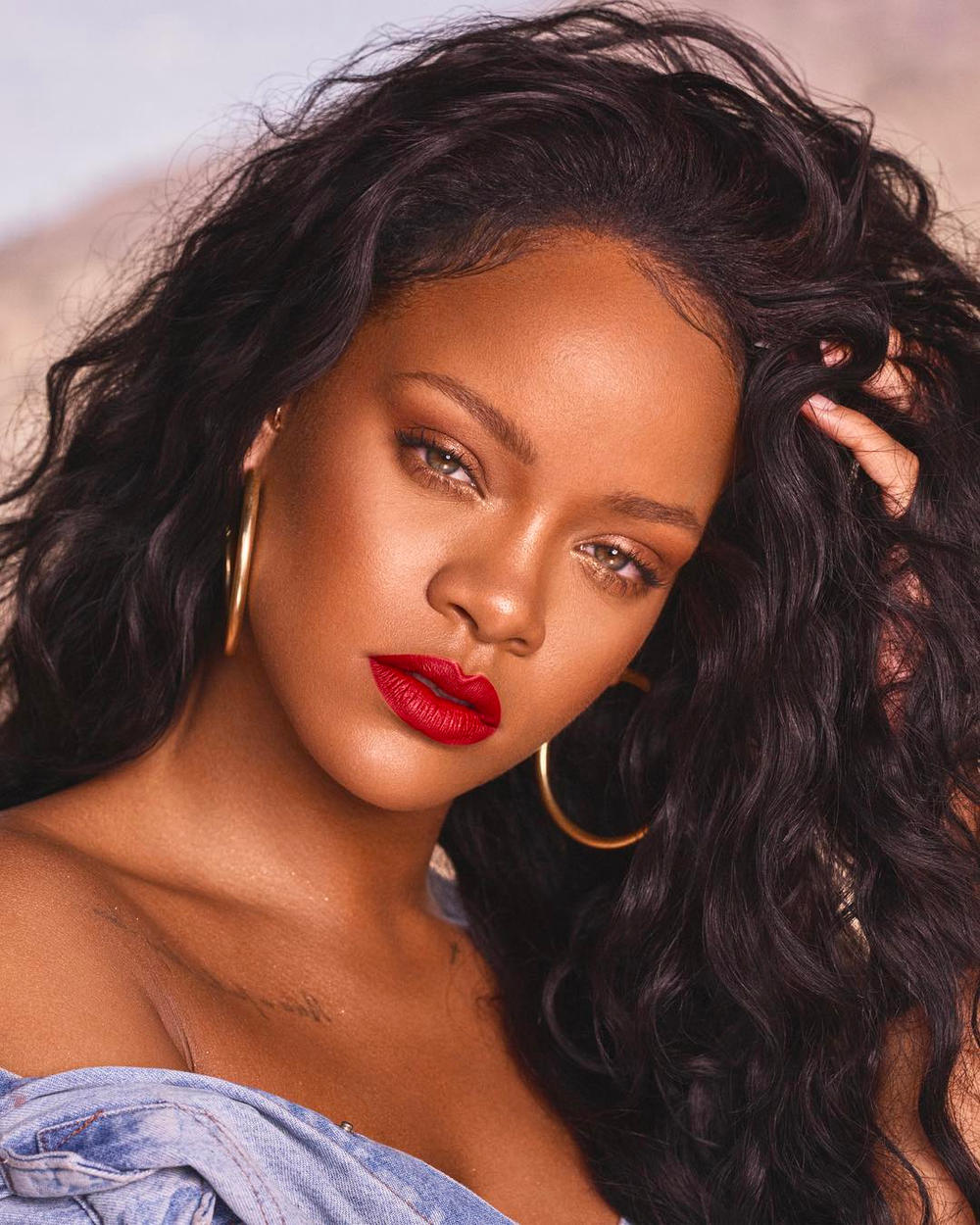 Rihanna Fenty Beauty Body Lava Makeup Glow Shimmer Highlighter Cosmetics Instagram Stories First Look Release Information Price Where to Buy 2018 March Illuminizer