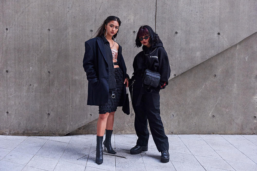 Seoul Fashion Week Fall/Winter 2018 Street Style Streetsnaps Women Streetwear Dior Off-White Nike Air Max 270 ACG Burberry