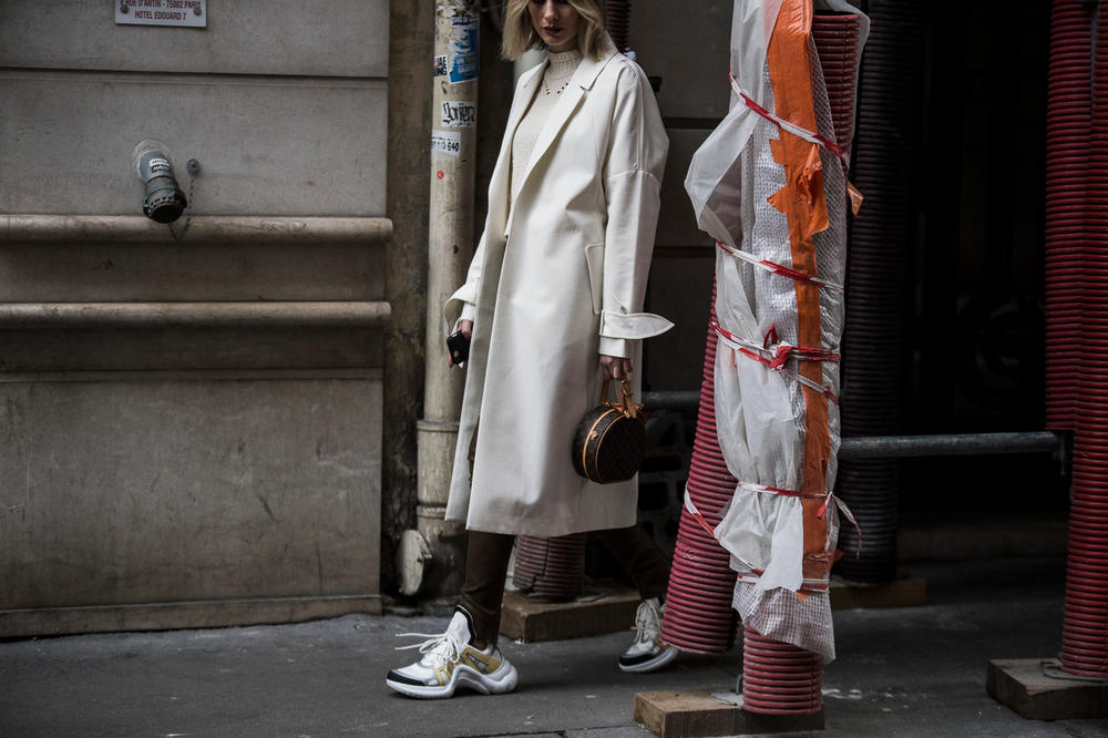 Streetsnaps Paris Fashion Week 2018 Louis Vuitton Archlight