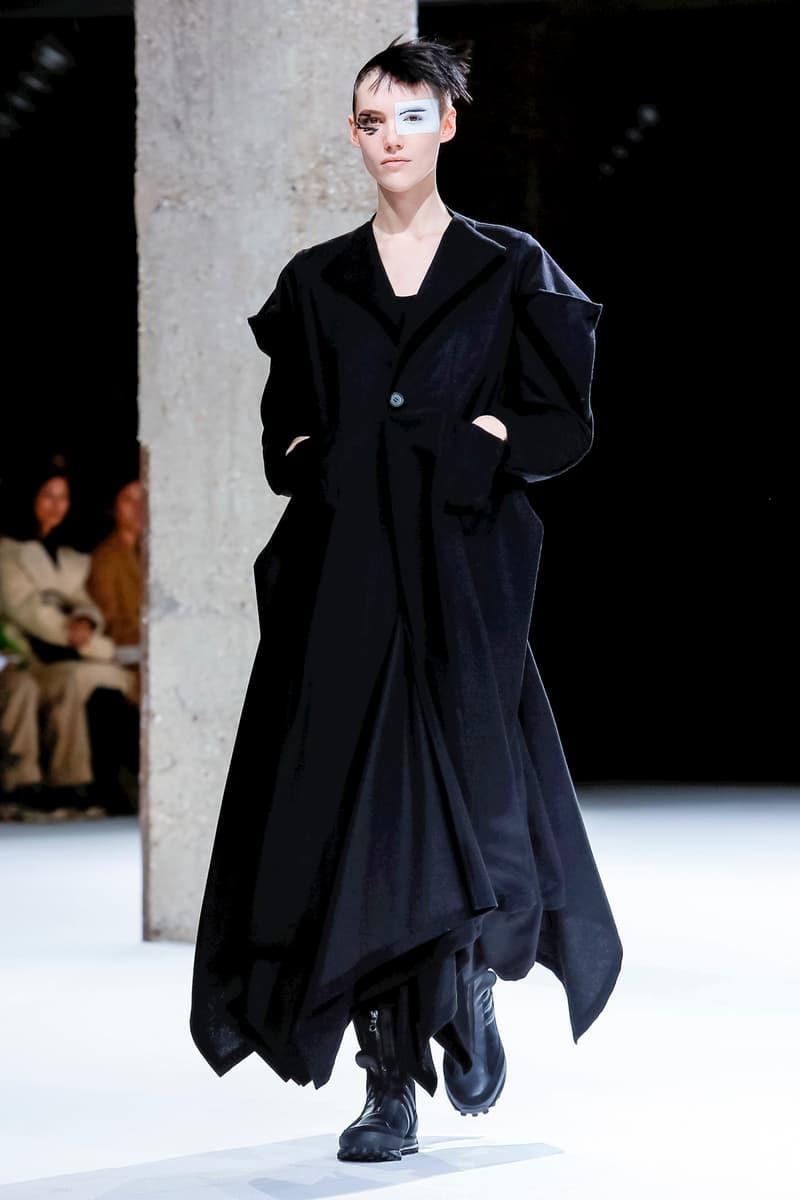 Yohji Yamamoto Fall Winter 2018 Paris Fashion Week Show Collection