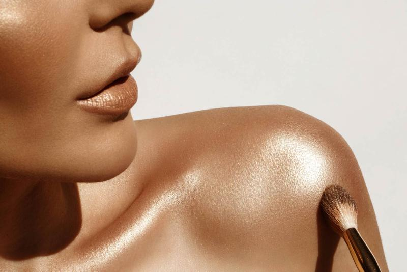 Woman Body Highlighter Gold