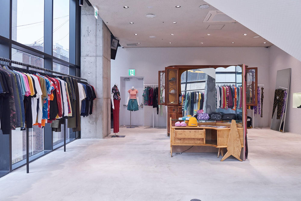 worksout hongdae seoul select shop streetwear collaborations stairs concrete mirror