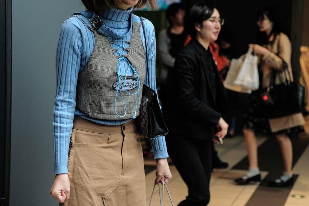 Tokyo Fashion Week 2017 Woman Holding Bags