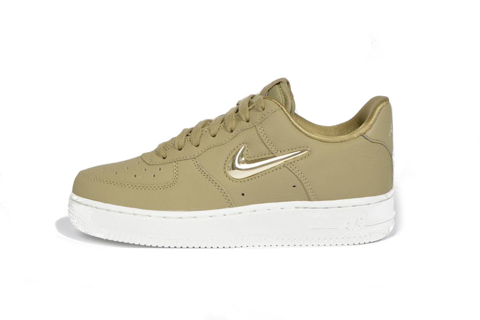reputable site 02612 74407 Nike Air Force 1 Premium LX