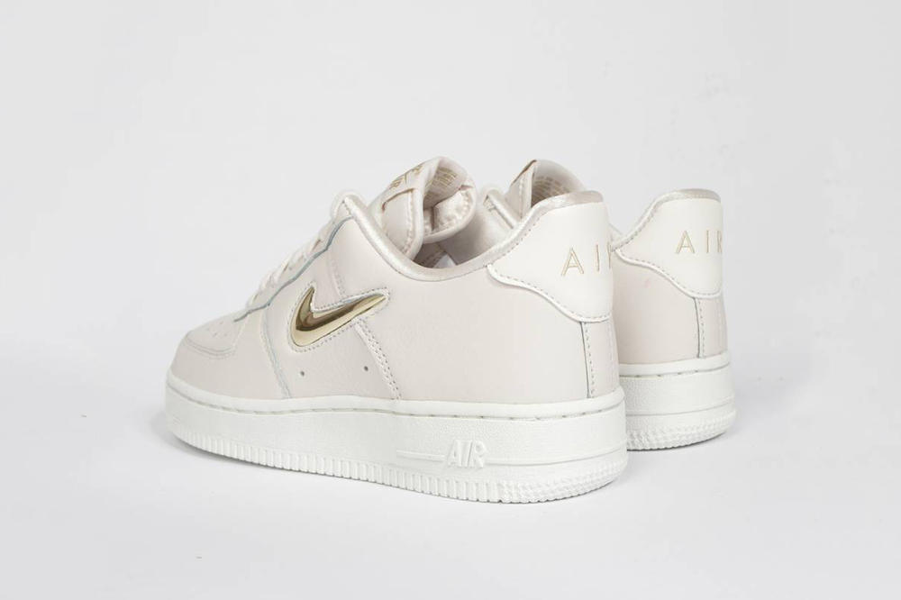 the latest 452a1 a4cb8 Nike Air Force 1 Premium LX