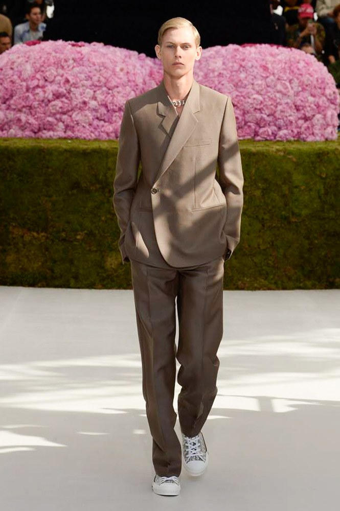 Dior Homme Spring Summer 2019 Runway Show Paris Fashion Week Men's Kim Jones Yoon Ahn Kaws Beige Brown Suit