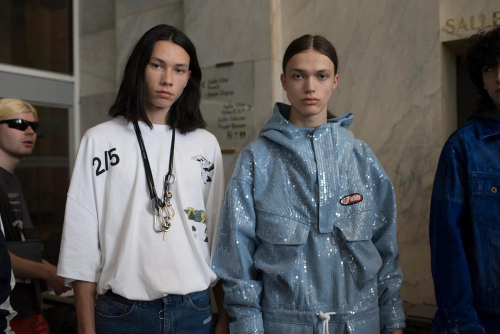 Off-White Virgil Abloh Menswear Spring/Summer 2019 Paris Fashion Week Men's Collection Backstage T-shirt Jacket White Blue