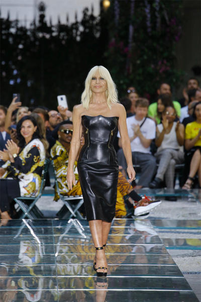 Versace Spring Summer 2019 Mens Runway Donatella Finale