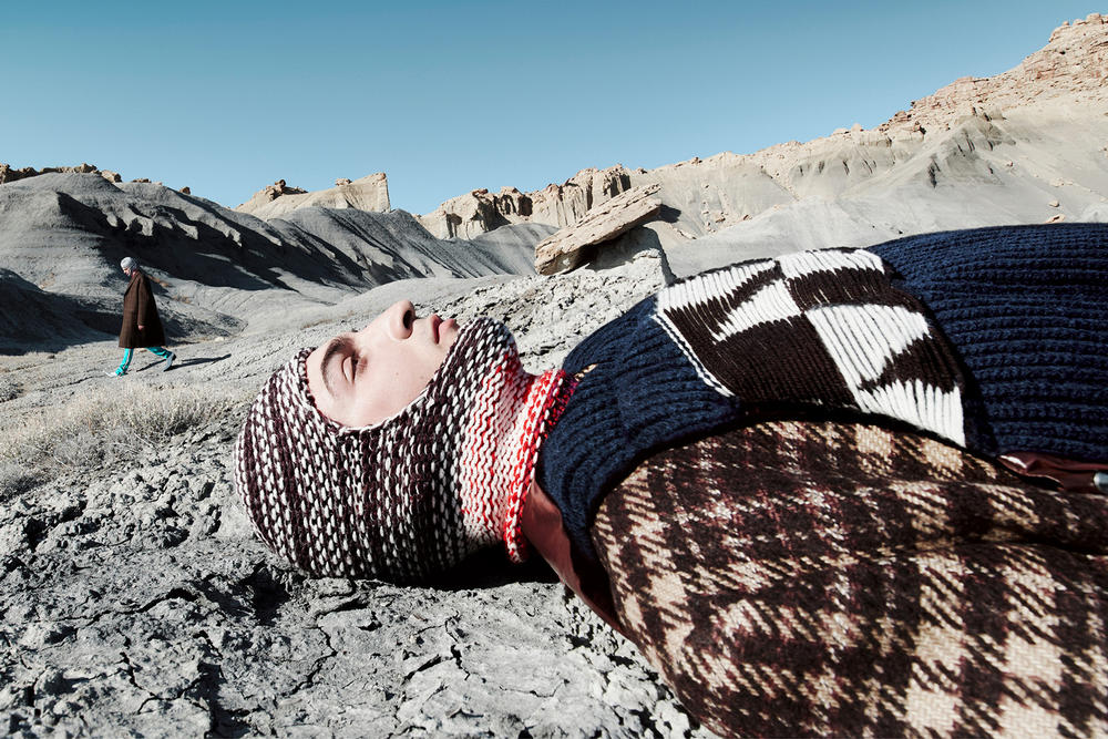 CALVIN KLEIN 205W39NYC Fall 2018 Campaign Knit Mask Plaid Jacket Brown