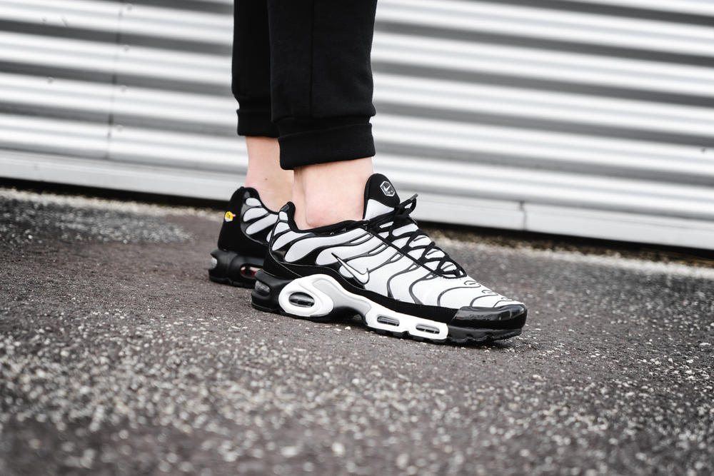 best service 0879c 97010 nike air max plus oreo black white