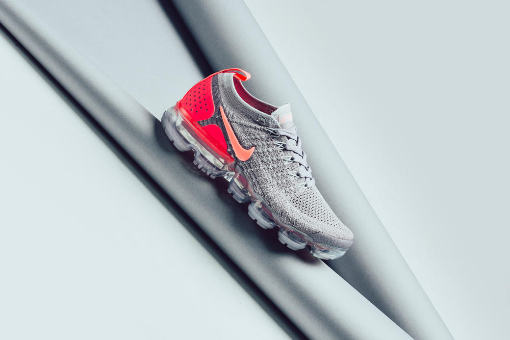 aa1961d582 nike air vapormax flyknit 2.0 atmosphere grey crimson pulse