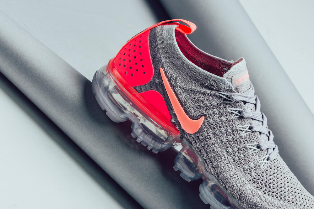 nike air vapormax flyknit 2.0 atmosphere grey crimson pulse