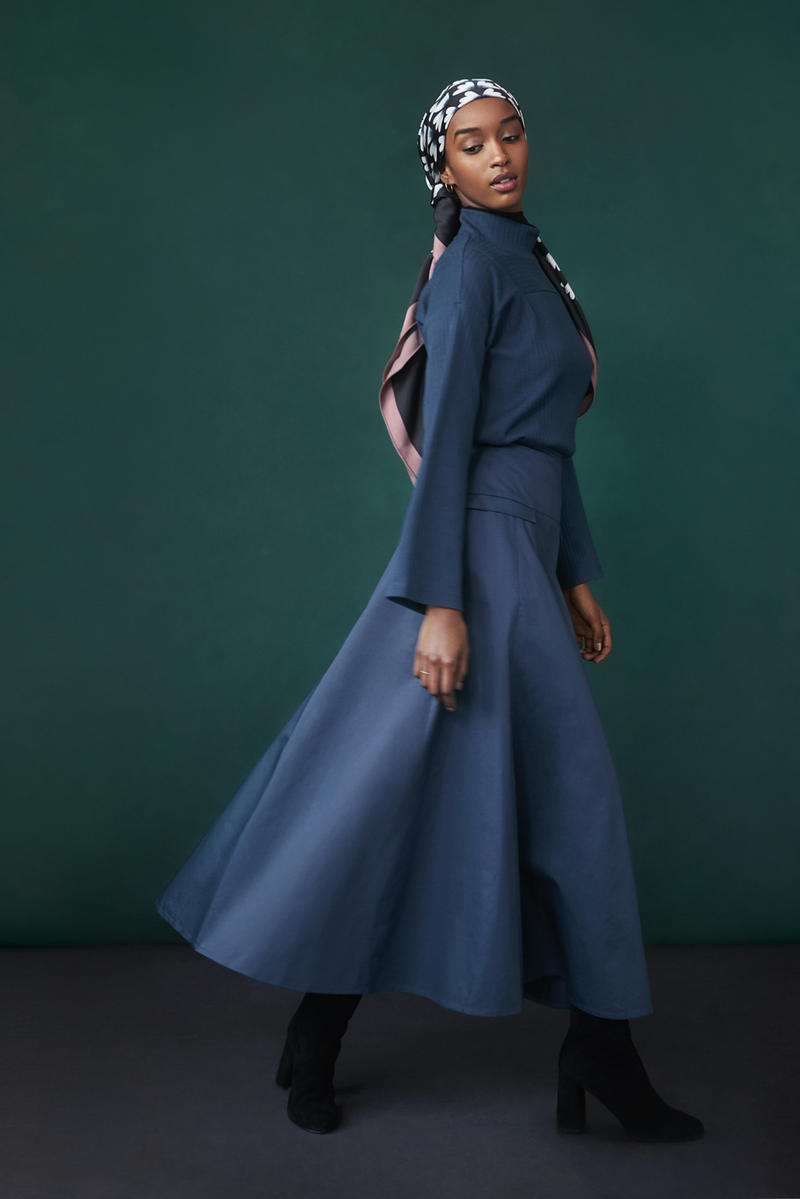 Hana Tajima for Uniqlo Fall/Winter 2018 Collection HPJ Square Print Stole Black Ribbed High-Neck Long Sleeve T-shirt Flared Long Skirt Blue