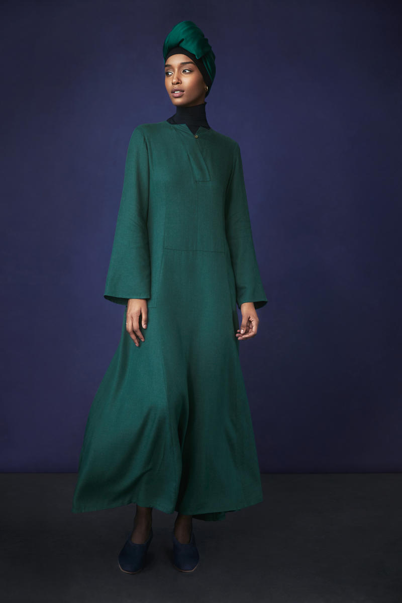 Hana Tajima for Uniqlo Fall/Winter 2018 Collection HPJ Square Stole Rayism Flare Dress Green AIRism High Neck Long Sleeve T-shirt Black