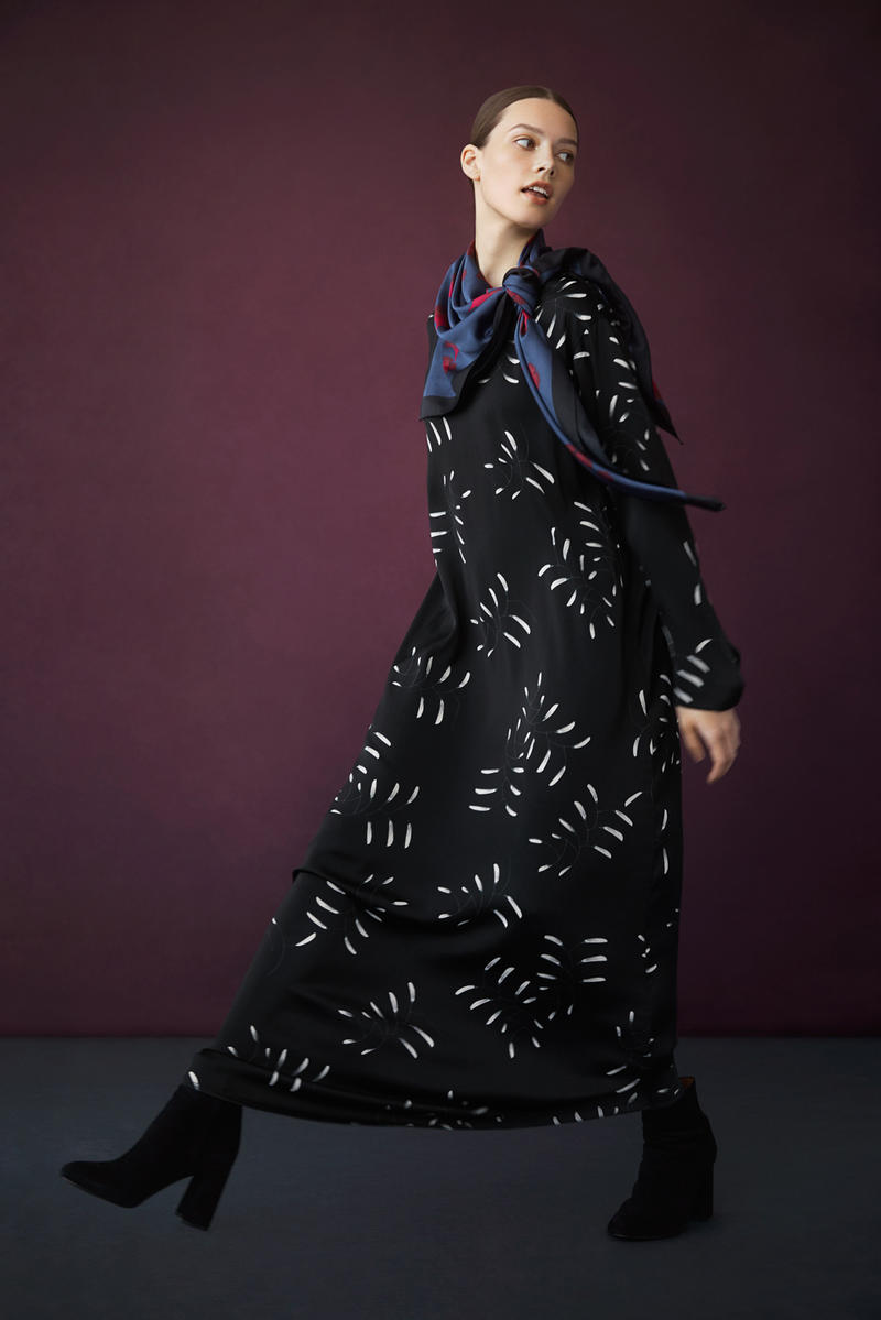Hana Tajima for Uniqlo Fall/Winter 2018 Collection HPJ Square Print Stole Blue Flare Printed Long Sleeve Dress Black