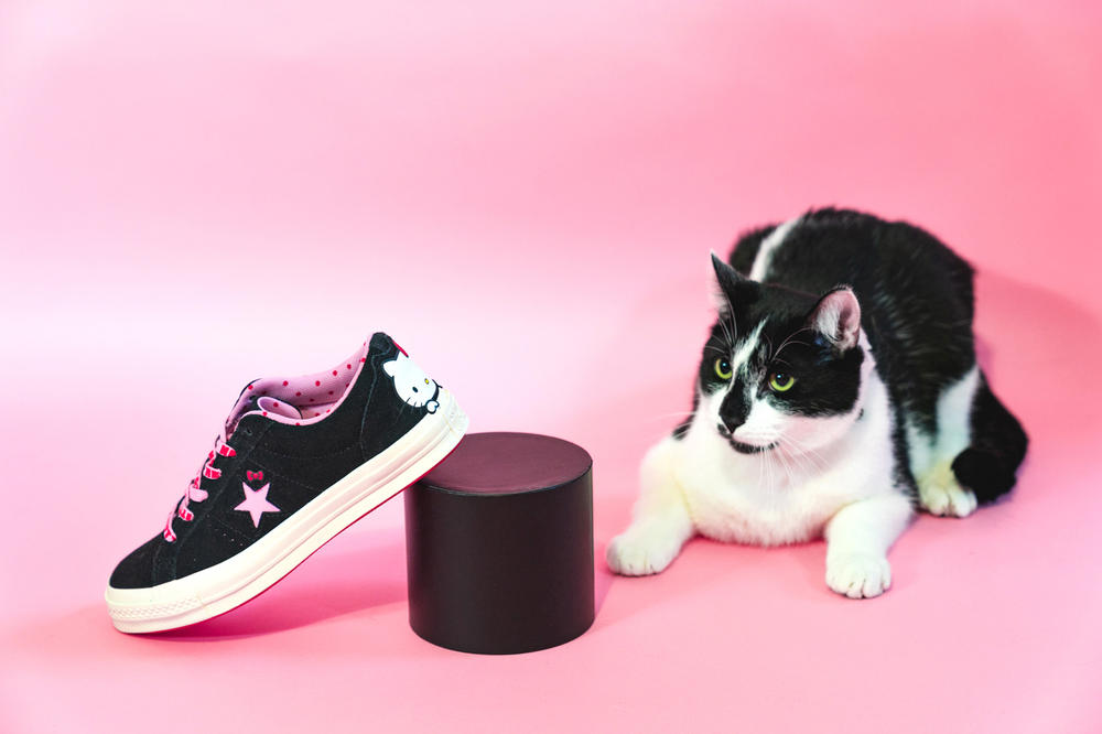 Hello Kitty x Converse One Star Black