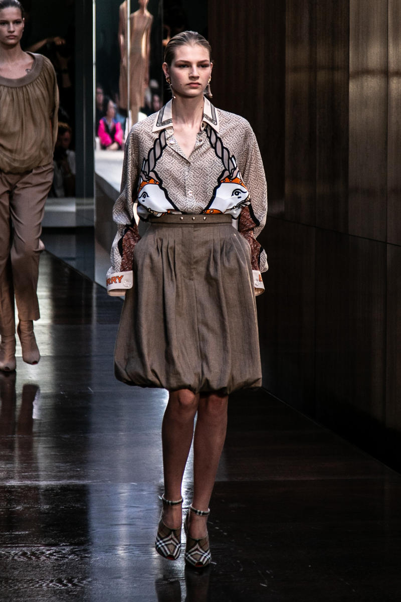 Riccardo Tisci Burberry Debut Runway Show SS19 Unicorn Shirt Skirt