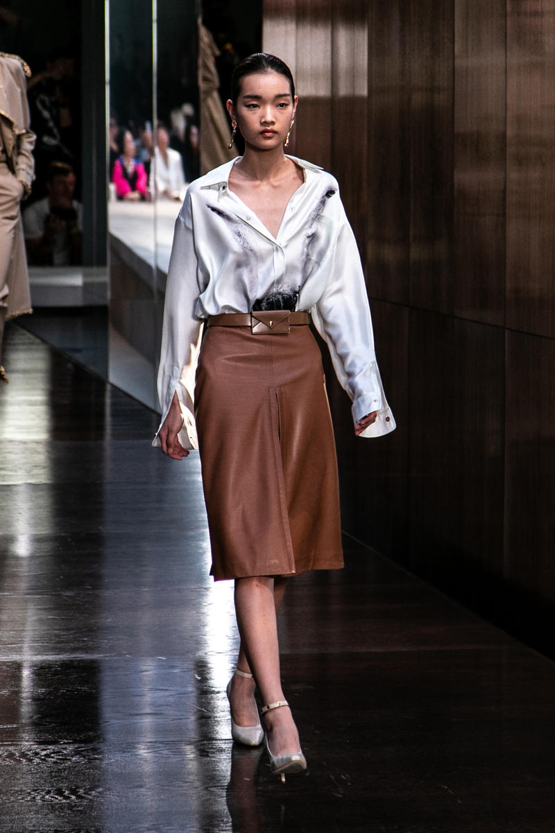 Riccardo Tisci Burberry Debut Runway Show SS19 Brown Skirt