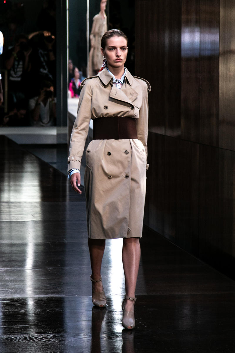 Riccardo Tisci Burberry Debut Runway Show SS19 Trench coat opening belt