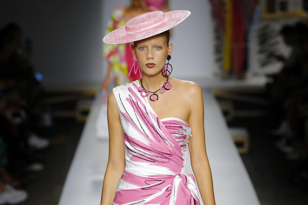 Moschino Milan Fashion Week Spring Summer 2019 SS19 Scribble Hat Dress White Pink