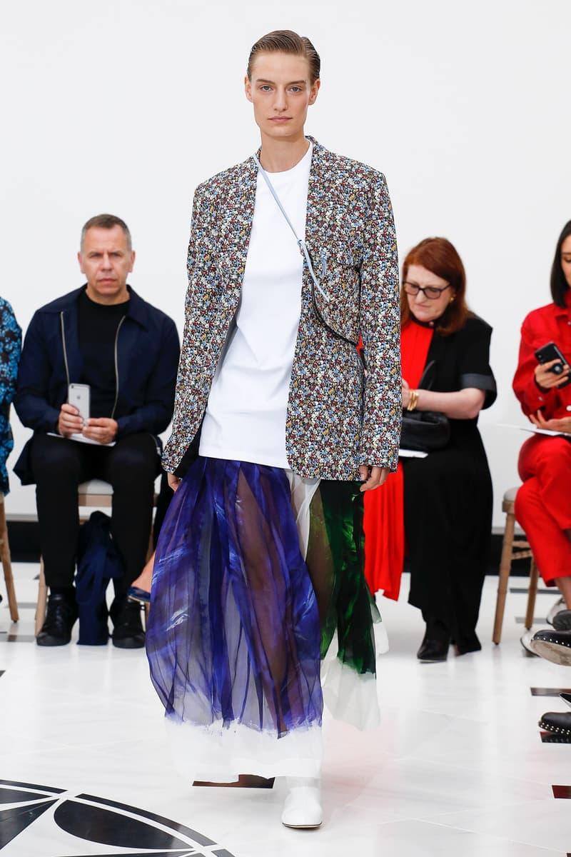 Victoria Beckham Spring Summer 2019 London Fashion Week Show Collection Blazer Grey White
