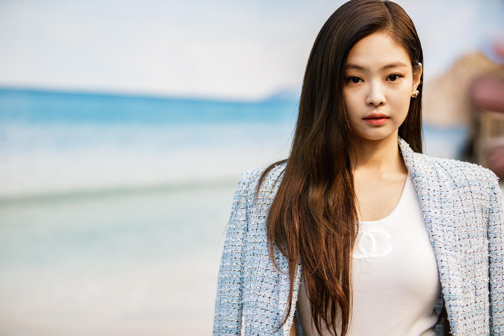 Jennie Blackpink K-pop Chanel Celebrity Style Runway Show SS19 Spring Summer 2019 Singer Korean Korea Front Row Paris Fashion Week 2018