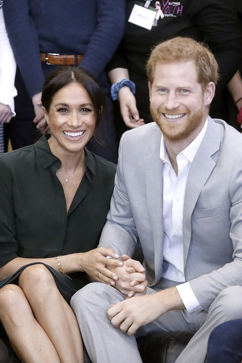 MEghan Markle Prince Harry Pregnancy Announcement Expecting Baby Royal Family Reveal Spring 2019