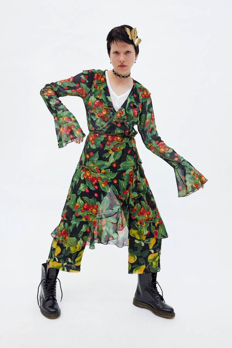 Marc Jacobs Resort 2019 Redux Collection Printed Bell Sleeve Wrap Dress Green Black Red