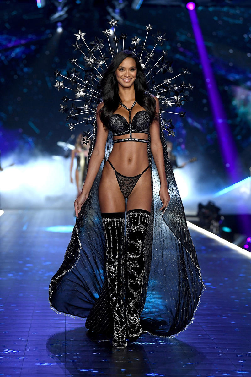 2018 Victoria's Secret Fashion Show Lais Ribeiro