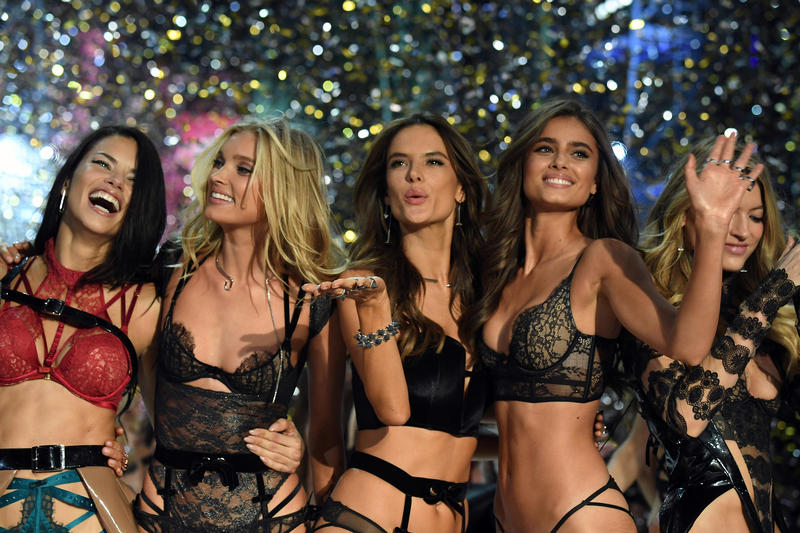 Victoria's Secret Fashion Show 2018 Performers Shawn Mendes Halsey Bebe Rexha Gigi Hadid Bella Hadid Winnie Harlow Taylor Hill Kendall Jenner Adriana Lima VS Fashion Show NYC New York