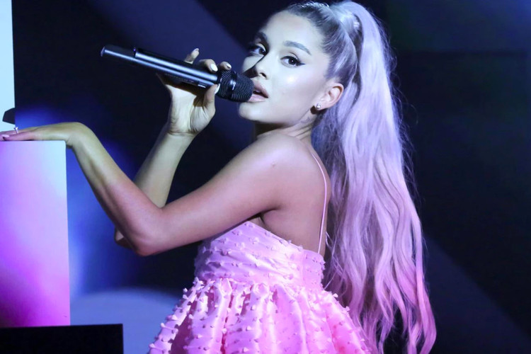 a94cd124fe418d UPDATE  Ariana Grande Unveils the Cover Art for Her New Album