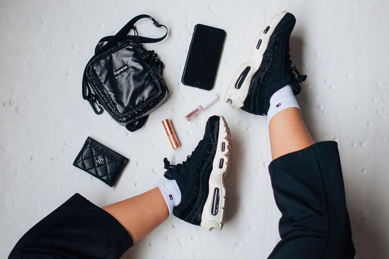 newest 70103 581da Instagram Flat Lay Nike Air Max 95 Black Sneakers Supreme Bag Glossier  Lipgloss iPhone Influencer Chanel