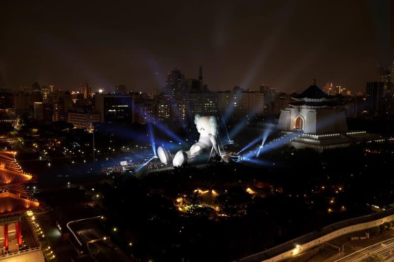 KAWS:HOLIDAY Taipei Sculpture Grey White