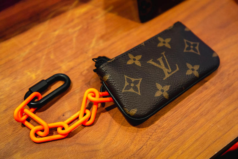 louis vuitton virgil abloh ss19 spring summer 2019 menswear monogram wallet pouch orange chain