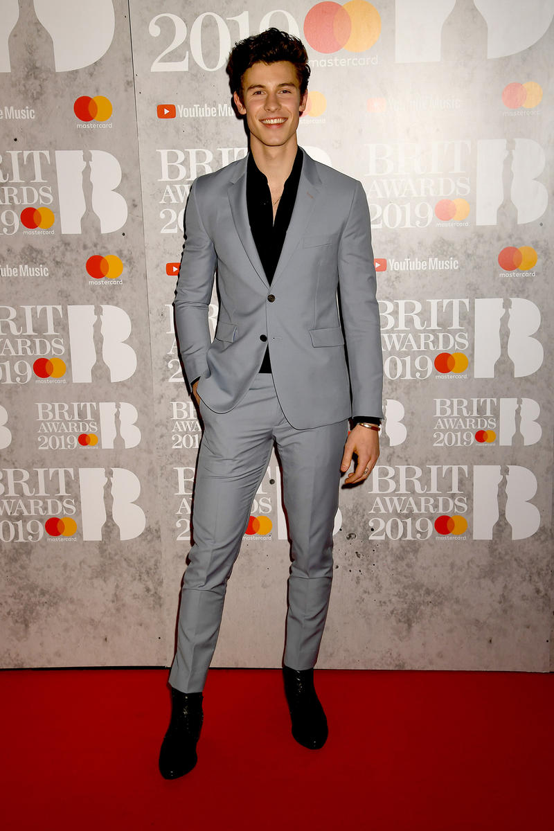 Shawn Mendes brit awards 2019 red carpet suit grey