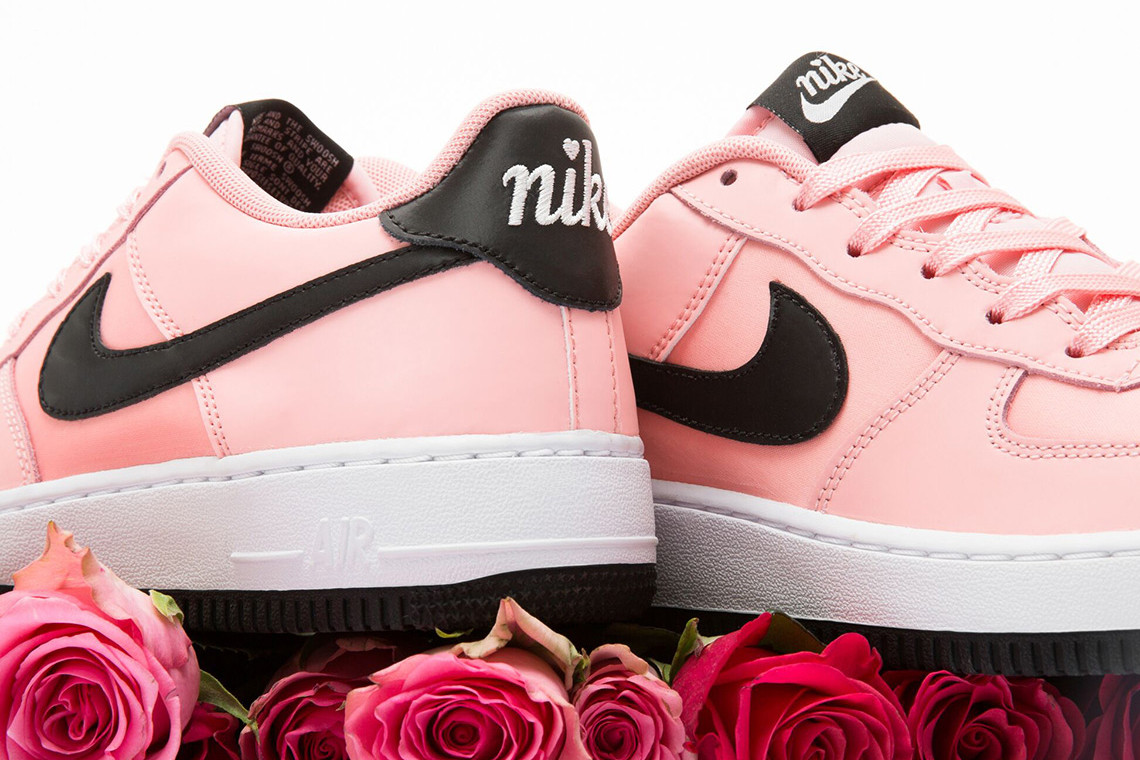 light pink air force 1 with heart