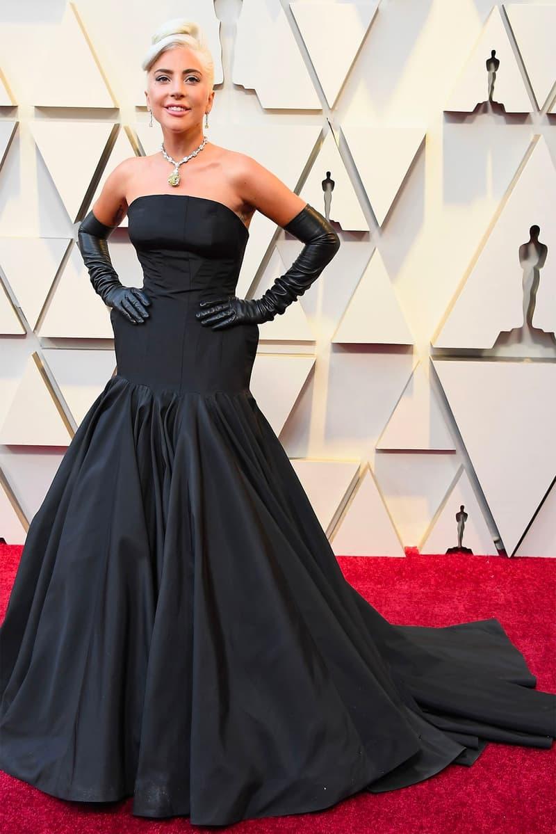 9a3168258467 lady gaga a star is born oscars 2019 91st Academy Awards Red Carpet black  dress gloves