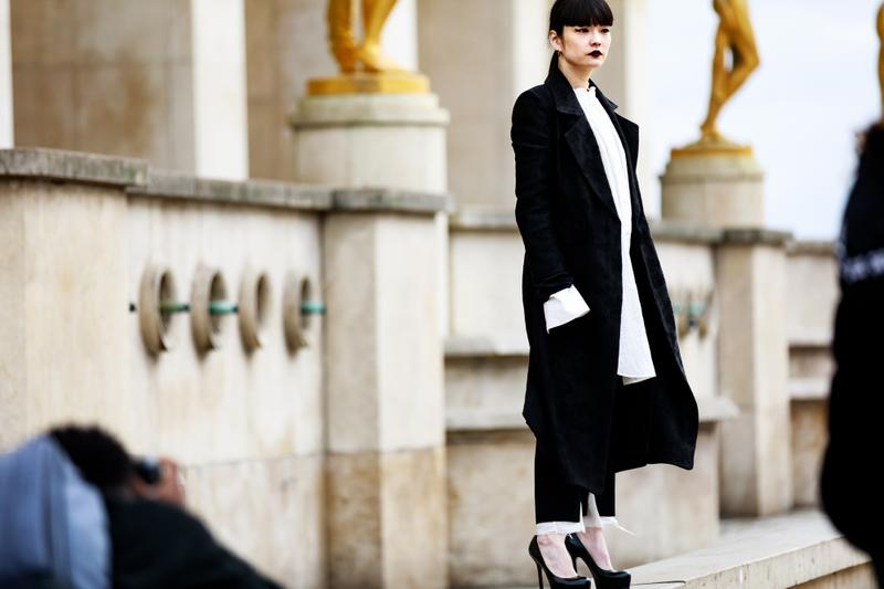 Paris Fashion Week Street Style Fall Winter 2019 Blazer Heels Black Shirt White