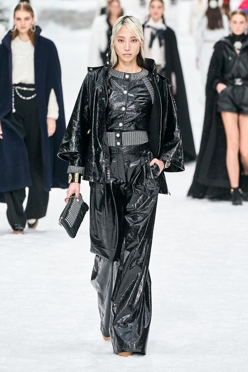 Chanel Pays Homage to Karl Lagerfeld at Paris FW Fashion Week Fall Winter 2019 Show Presentation Invitation Collection Kaia Gerber Cara Delevingne Penelope Cruz