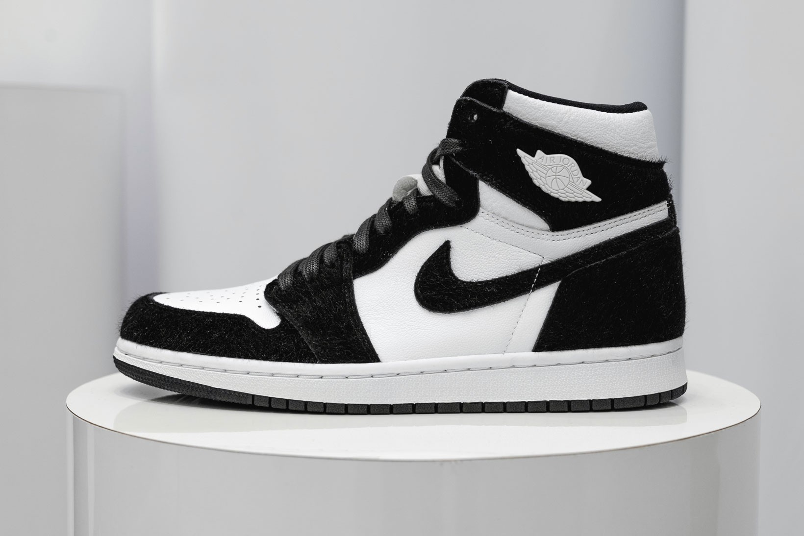 air jordan black and white
