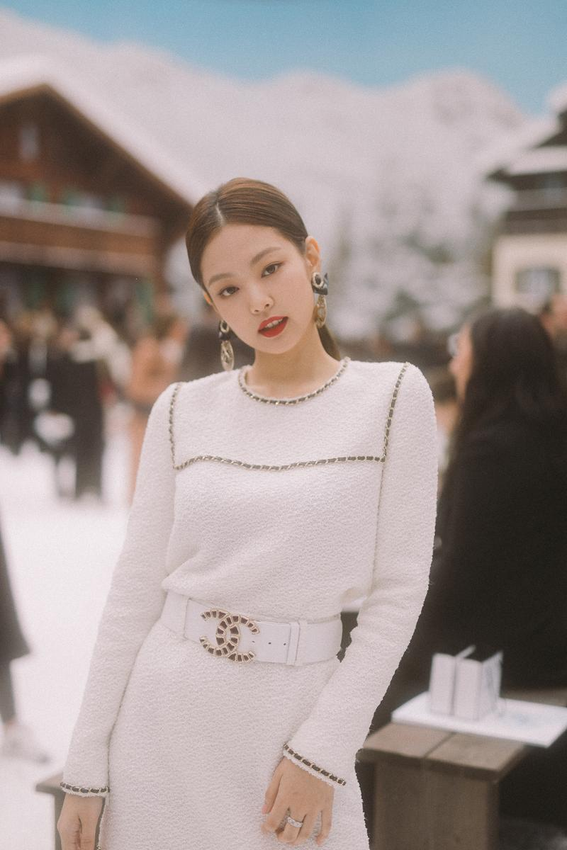 BLACKPINK Jennie Kim K-pop Korean Singer Chanel Ambassador Fall Winter 2019 Runway Show FW19 Karl Lagerfeld Paris Fashion Week White Dress