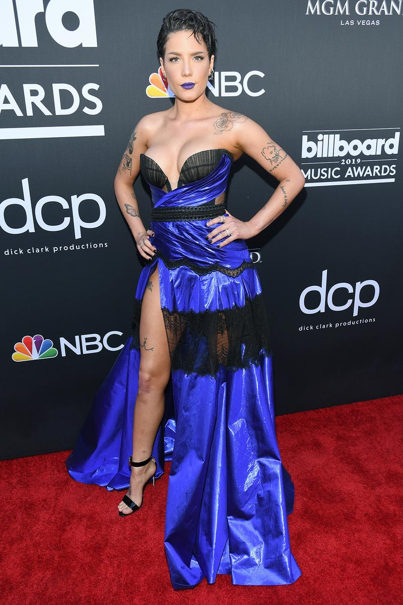 billboard music awards 2019 red carpet halsey blue black lace dress