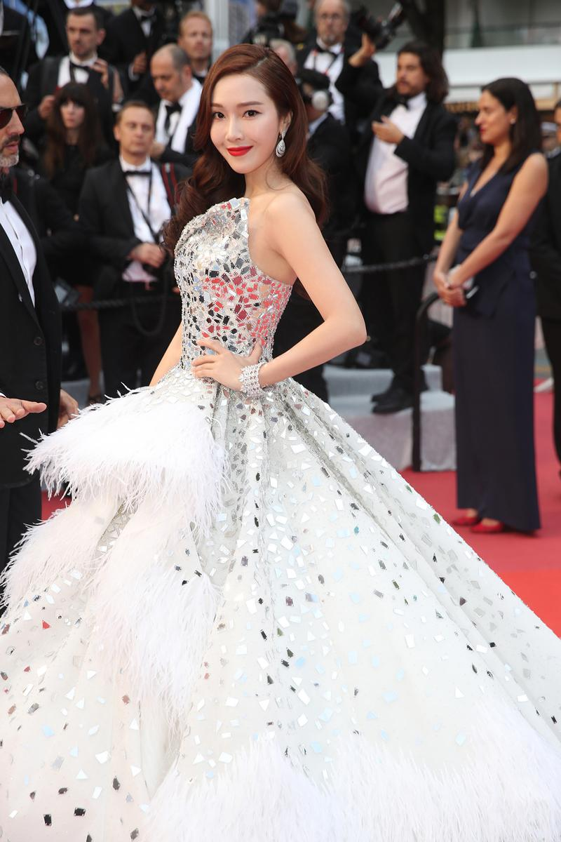 Jessica Jung K-pop Korean Singer Actress 72nd Cannes Film Festival The Dead Don't Die Red Carpet White Gown Dress