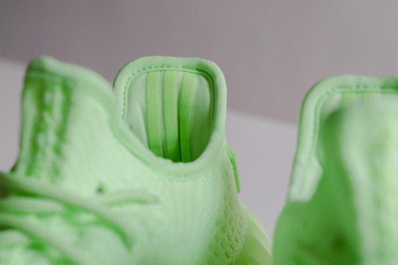 YEEZY BOOST 350 V2 Glow-In-The-Dark adidas Kanye West