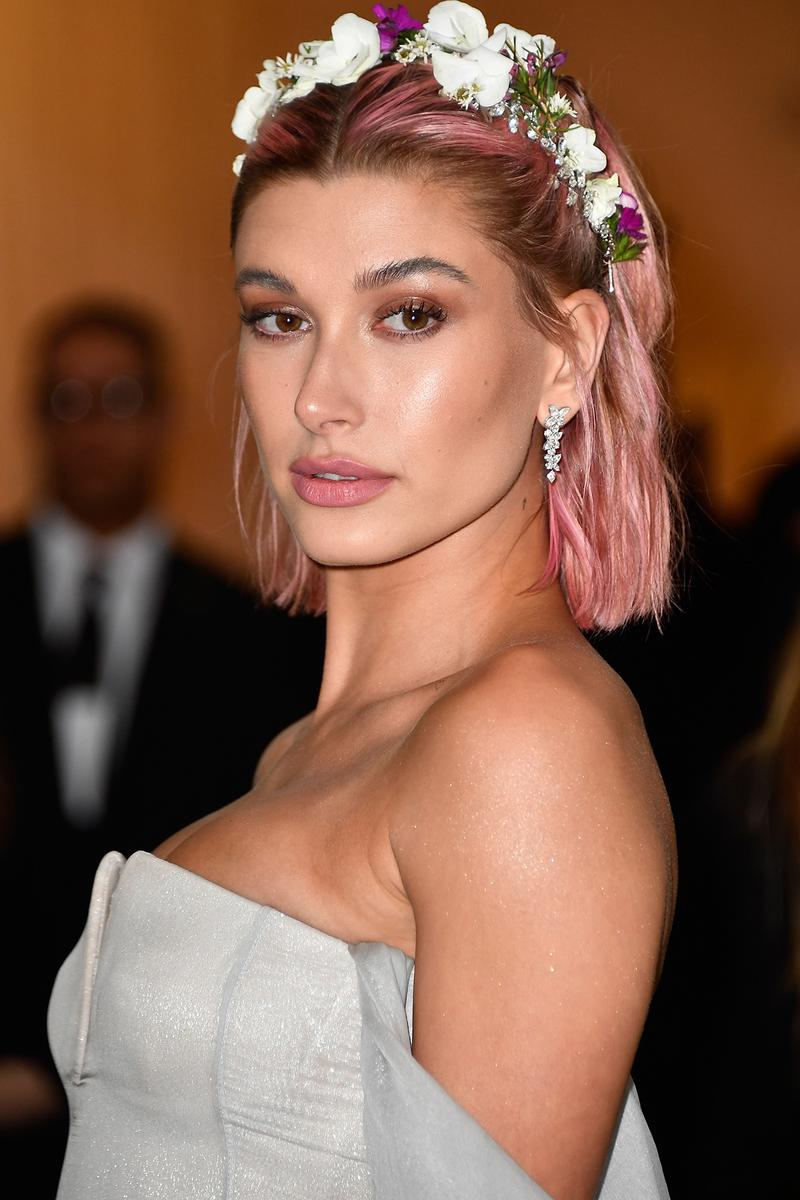 Hailey Baldwin Met Gala 2018 Red Carpet Beauty Pink Hair Flower Grown Makeup Heavenly Bodies Fashion Catholic Imagination Costume Institute Metropolitan Museum of Art