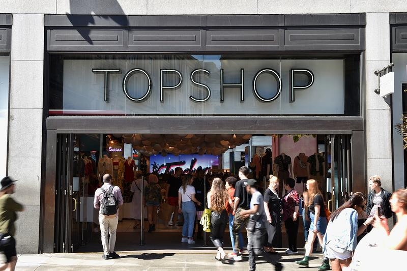 Topshop Store Front Fast Fashion Crowd People Shoppers Customers London United Kingdom Britain British Brand