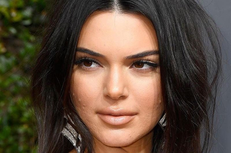 Kendall Jenner Golden Globes 2018 Acne Face Makeup Pimples Blemishes