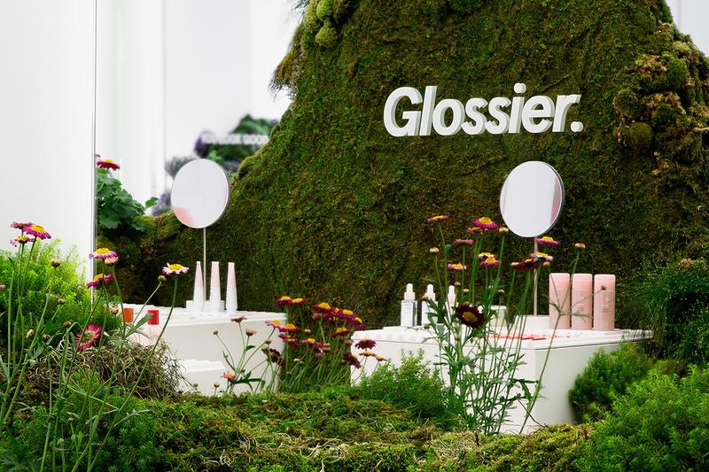 Glossier Seattle Pop-Up Store Shop Garden Flowers Grass Plants Nature Makeup Products Skincare Cosmetics Beauty Emily Weiss 2019 Mirrors Flowers Lily Kwong Studio