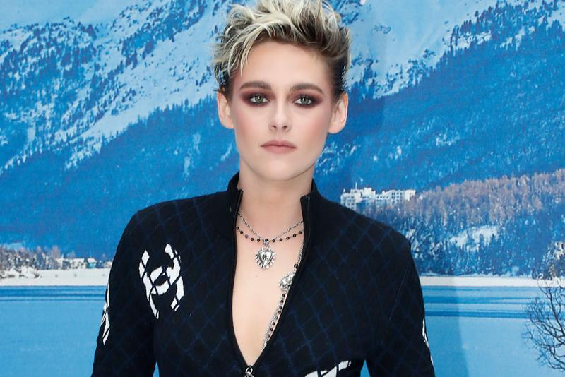 Kristen Stewart Chanel Fashion Show Front Row Ambassador Celebrity Actor Actress Blonde Short Hair Haircut Necklace Jewelry