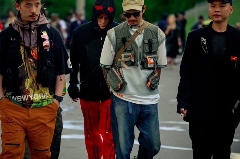 Paris Fashion Week Men's Spring Summer 2020 Street Style Shirt Purple Shirt White Pants Orange Red